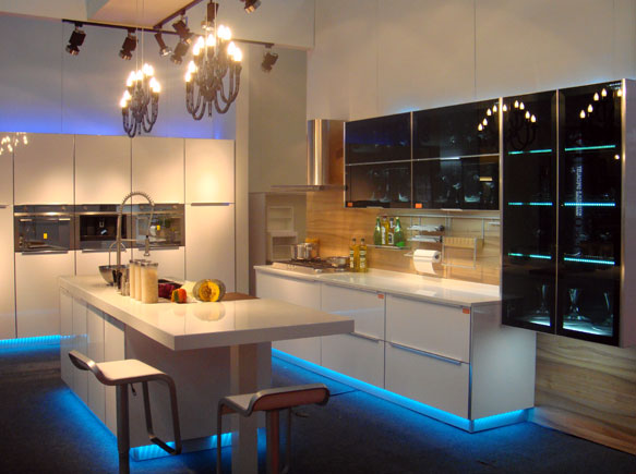 Malaysia verra kitchen specialist in quality kitchen for Kitchen cabinets malaysia
